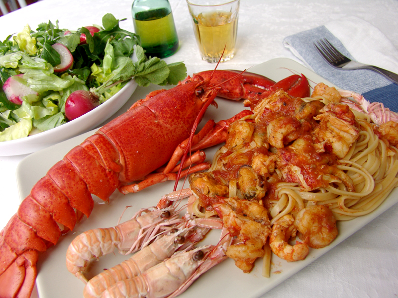 Lobster with linguini in tomato sauce