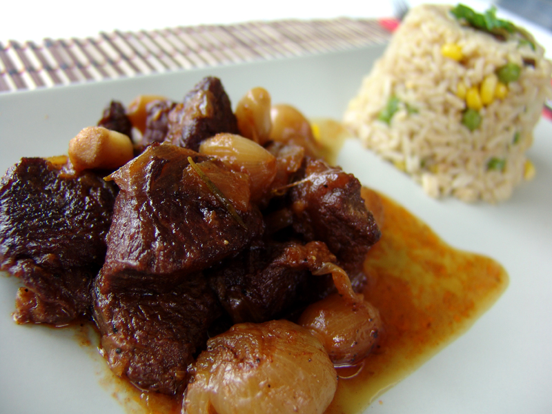 Beef stew with baby onions (stifado)