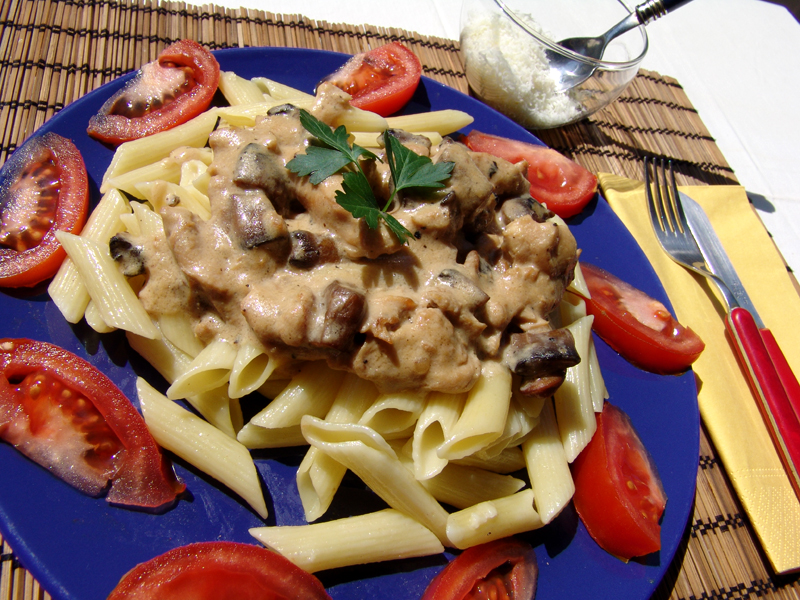 Chicken breasts with mushrooms and penne pasta