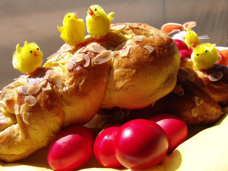 Greek Easter Sweet Bread (Tsoureki)
