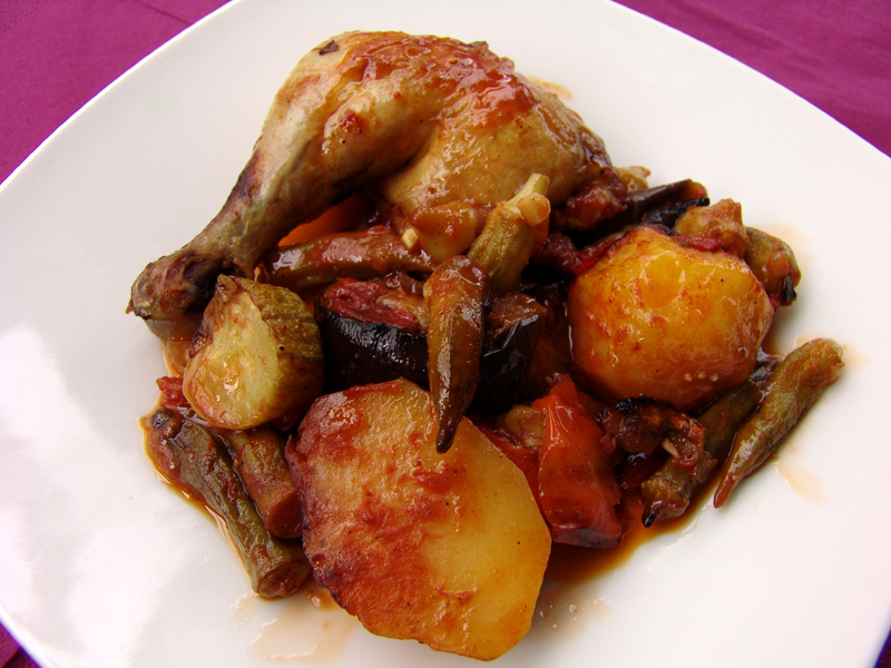 Chicken with vegetables and tomato sauce