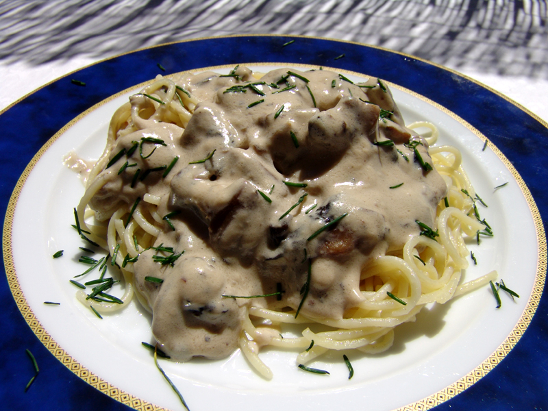 Spaghetti with mushrooms in a cheesy sauce