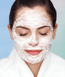 Creamy night mask for glowing skin