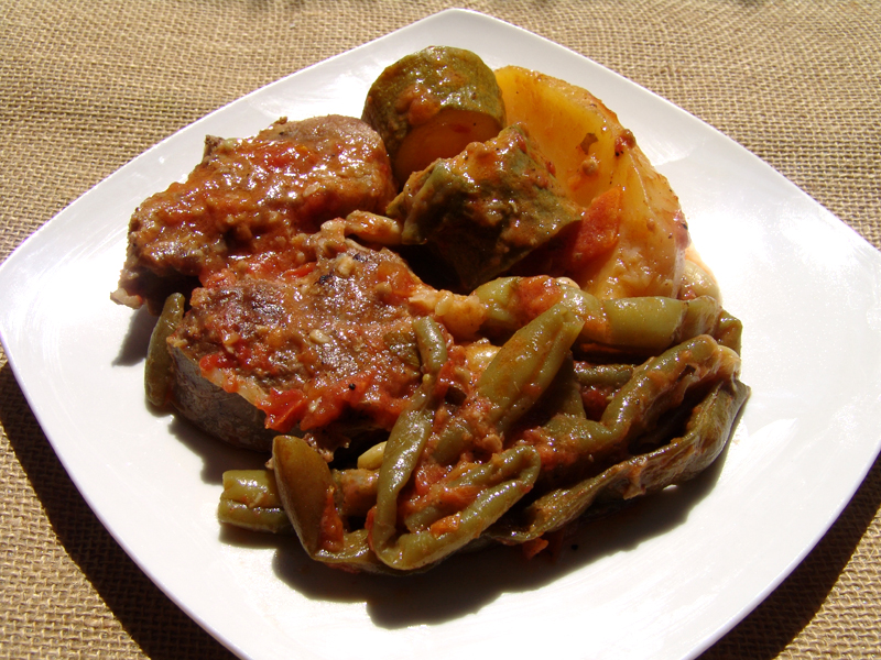 Veal with green beans, potatoes and zucchini
