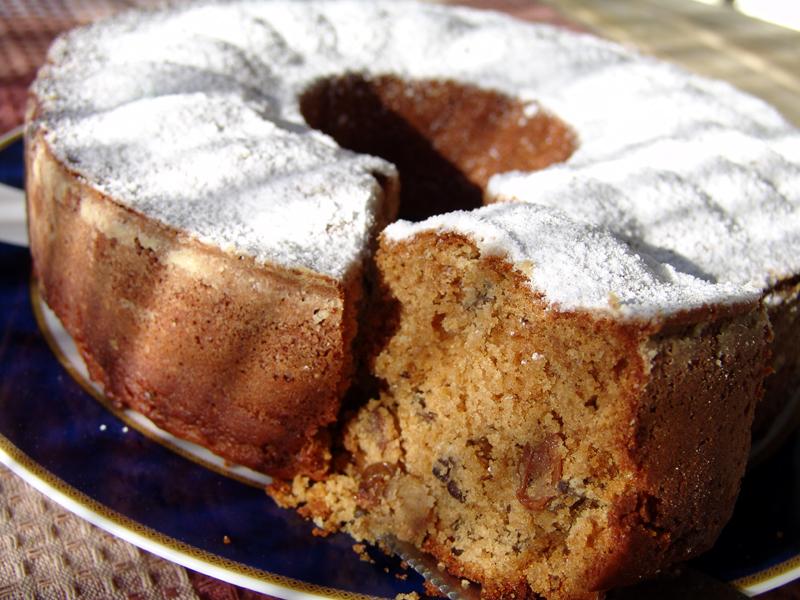 Cake with raisins, walnuts and tahini