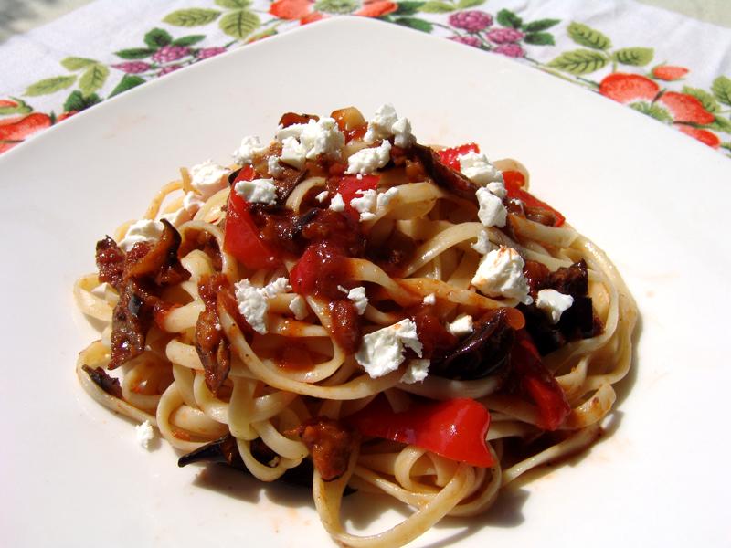 Linguini with eggplants in tomato sauce