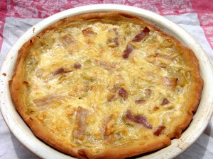 Tart with leeks, bacon and cheese