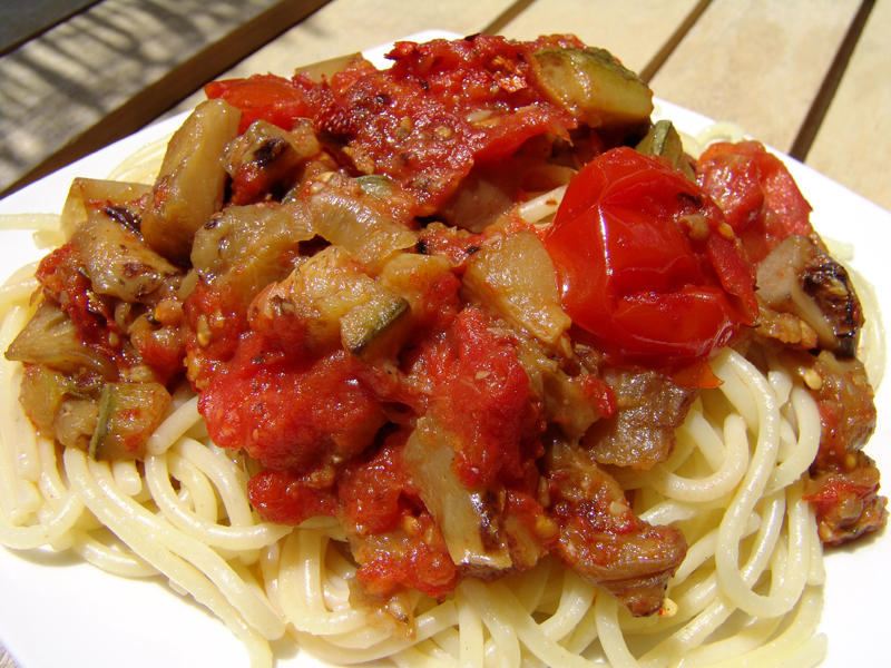 Spaghetti with vegetables and tomatoes