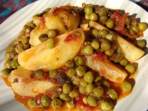 Potatoes and peas in tomato sauce